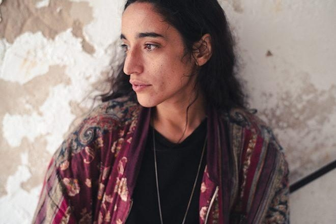 LA DJ PALESTINA SAMA' ABDULHADI FUE LIBERADA BAJO FIANZA
